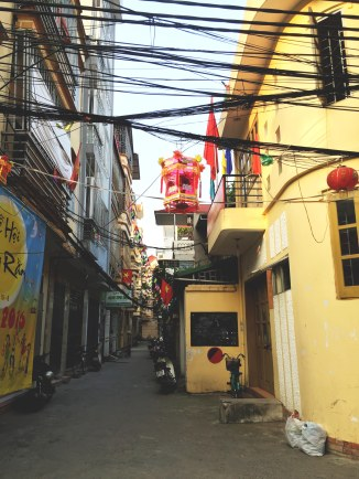 Hanoi spaghetti (or, power lines)